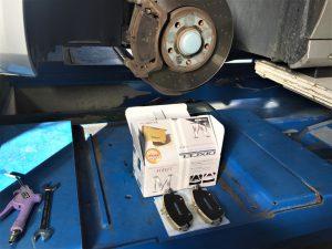 車検のベンツのブレーキパッド交換画像