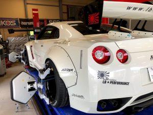 国産車日産R35GT-Rワークス4輪アライメント調整左リア画像