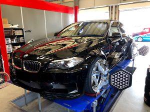 BMW5シリーズF10のアライメント調整