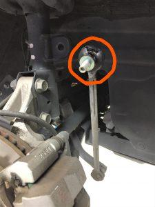 車検のプリウスのスタビリンクロッド交換画像