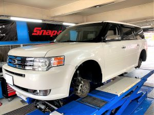 フォード、フレックスのタイヤ交換